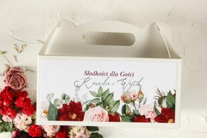 Podziękowanie dla gości weselnych, prostokątne pudełka na ciasto z bordowymi daliami i pastelowymi różami