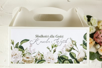 odziękowanie dla gości weselnych, prostokątne pudełka na ciasto z białymi różami