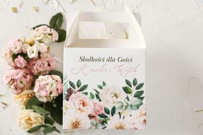 Różowe Pudełko na Ciasto Weselne z różowymi piwoniami i daliami