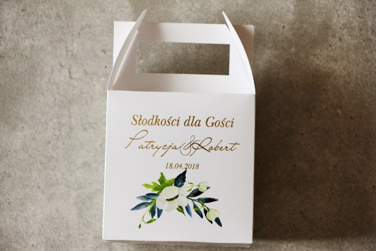 Pudełko na Ciasto weselne ze złoceniem, z białymi anemonami, granatem i zielenią. Złote, ślubne pudełko na ciasto weselne