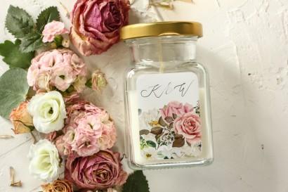 Świeczki - Podziękowania dla gości weselnych, etykieta z różami i delikatnymi białymi hortensjami