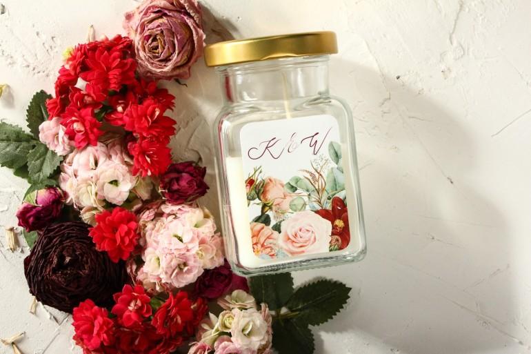Świeczki - Podziękowania dla gości weselnych, etykieta z bordowymi daliami i pastelowymi różami
