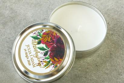 Okrągłe Świeczki w metalowej puszce - podziękowania dla gości weselnych w stylu Glamour. Burgundowa, bordowa etykieta