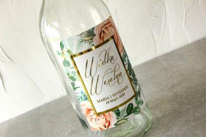 Etykiety samoprzylepne na butelki weselne w stylu Glamour z delikatnymi brzoskwiniowymi piwoniami