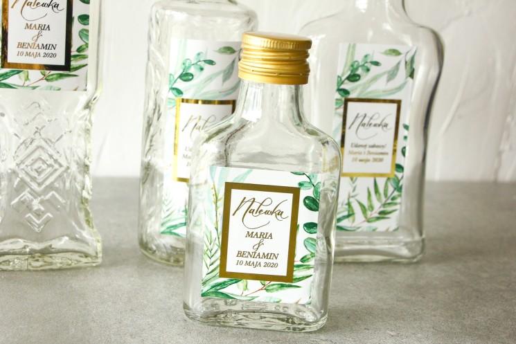 Butelki na nalewki wraz z etykietą w stylu glamour ze złoconą ramką i tekstem z botanicznym motywem greenery
