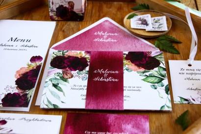Zaproszenia ślubne z burgundowymi piwoniami i anemonami z dodatkiem eukaliptusa