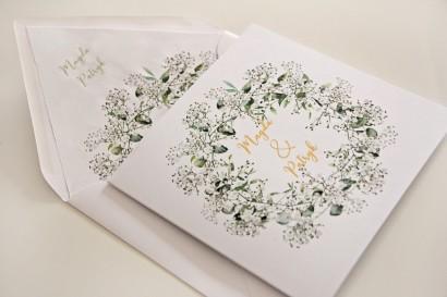 Biało-zielone zaproszenia ślubne z gipsówką i eukaliptusem, złote napisy - Cykade nr 13