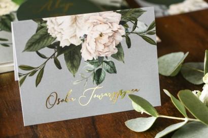Szare Winietki ślubne w stylu glamour z białymi piwoniami i zielonymi gałązkami