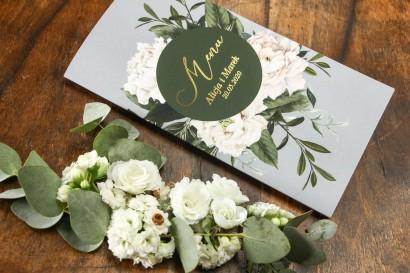 Szare Menu ślubne w stylu glamour z białymi piwoniami i zielonymi gałązkami