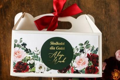 Prostokątne Pudełko na ciasto weselne ze złoceniem w stylu glamour z burgundowymi i bordowymi piwoniami