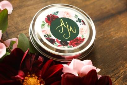 Okrągłe Świeczki - podziękowania dla gości weselnych w stylu glamour z burgundowymi i bordowymi piwoniami