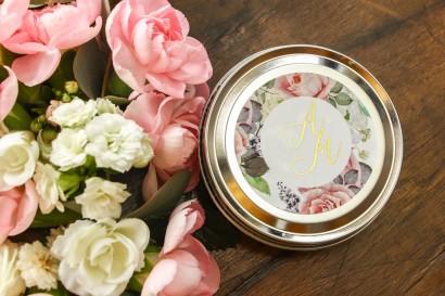 Okrągłe Świeczki - podziękowania dla gości weselnych w stylu Glamour. Złocona etykieta z dodatkiem pudrowych róż