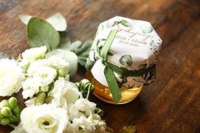 Słoiczek z miodem - słodkie podziękowanie dla gości weselnych. Kapturek z eukaliptusem i gipsówką