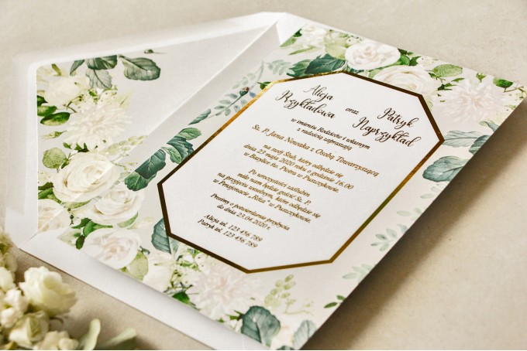 Geometryczne zaproszenia ślubne z białymi różami i piwoniami