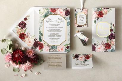 Zaproszenia ślubne w stylu glamour z burgundowymi i bordowymi piwoniami z dodatkiem różu