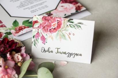 Kwiatowe Winietki ślubne z piwoniami w różnych odcieniach różu i burgundu z dodatkiem zielonych gałązek oraz złoceniami