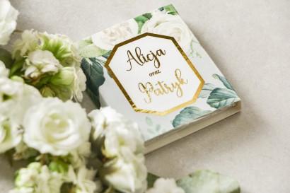 Podziękowanie dla gości weselnych w postaci mlecznej czekoladki, owijka z złoconą ramką oraz napisami - Lotus nr 4