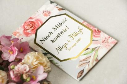 Podziękowania dla gości weselnych w formie nasion - Opakowanie z różowymi kwiatami róży i lilii