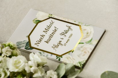 Podziękowania dla gości weselnych w formie nasion - Opakowanie z białymi różami i piwoniami
