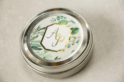 Świeczki okrągłe - podziękowania dla gości weselnych w stylu Glamour. Złocenie na etykiecie z eukaliptusem