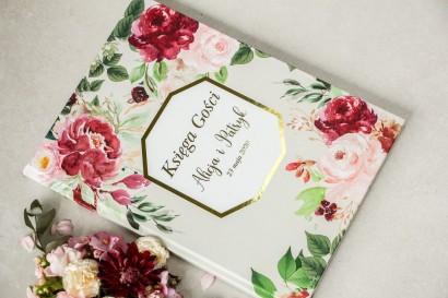 Wiosenna Weselna Księga Gości ze złoceniami z piwoniami w różnych odcieniach różu i burgundu z dodatkiem zielonych gałązek