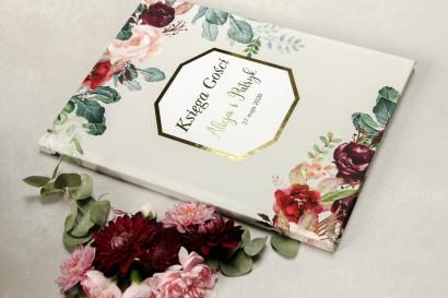 Weselna Księga Gości ze złoceniami z burgundowymi i bordowymi piwoniami z dodatkiem różu