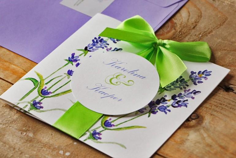 Zaproszenie ślubne z kokardą i kolorową kopertą - Akwarele nr 14 - Lawendowe