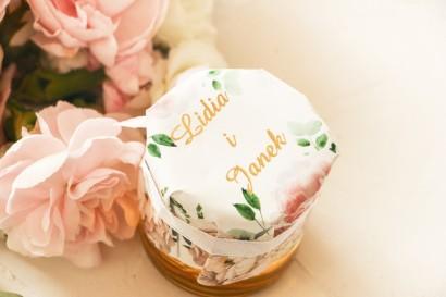 Miody Ślubne - słodkie podziękowanie dla gości weselnych. Kapturek z różowymi piwoniami