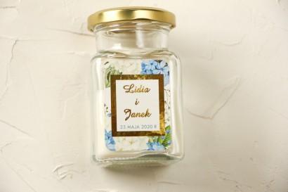 Świeczki ślubne - podziękowania dla gości weselnych. Etykieta ze złoceniami oraz z niebieską i białą hortensją