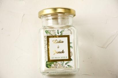 Świeczki ślubne - podziękowania dla gości weselnych. Etykieta ze złoceniami oraz z białą hortensją i tulipanami