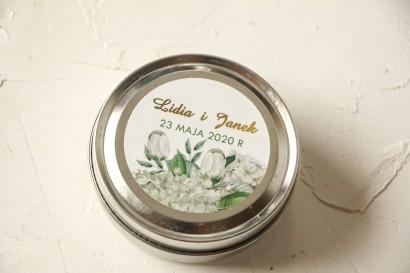 Okrągłe Świeczki ślubne - podziękowania dla gości weselnych. Etykieta ze złoceniami oraz z białą hortensją