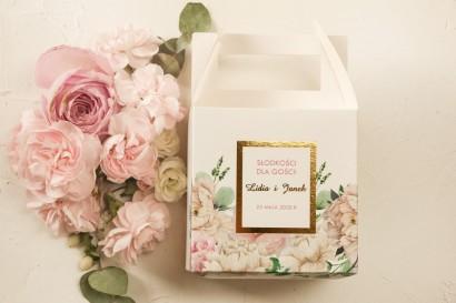 Kwadratowe Pudełko na ciasto weselne ze złoceniami oraz z różowymi piwoniami
