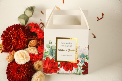 Kwadratowe Pudełko na ciasto weselne ze złoceniami oraz z bordowymi i białymi różami