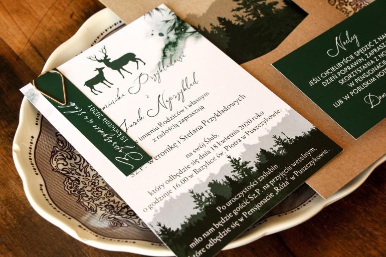 Leśne zaproszenia ślubne z grafiką jeleni. Zielone jednokartkowe zaproszenia z motywem lasu i ekologiczną kopertą