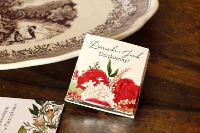 Czekoladki Ślubne - Podziękowania dla gości. Owijka z czerwoną różą i zielonymi gałązkami