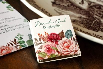 Czekoladki Ślubne - Podziękowania dla gości. Owijka z różowym bukietem i zielonymi gałązkami