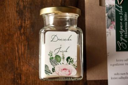 Świeczki Ślubne jako Podziękowania dla Gości. Etykieta z różami i zielonymi gałązkami eukaliptusa