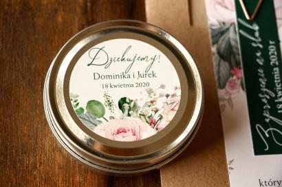 Świeczki Ślubne okrągłe jako Podziękowania dla Gości. Etykieta z różami i zielonymi gałązkami eukaliptusa