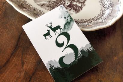 Ślubne Numery stolików weselnych z leśną grafiką jeleni