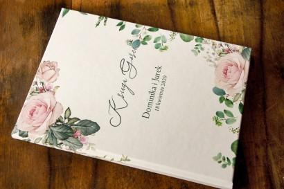Ślubna Księga Gości z różami i zielonymi gałązkami eukaliptusa