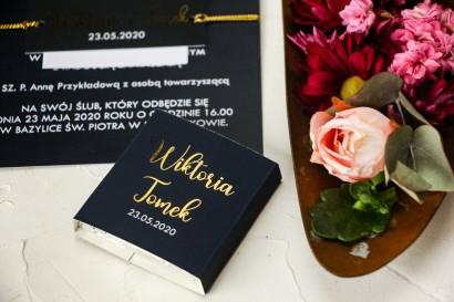 Czekoladki Ślubne jako podziękowania dla gości. Klasyczna owijka ze złoceniami w kolorze granatowym