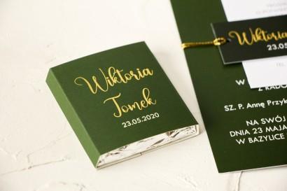 Czekoladki Ślubne jako podziękowania dla gości. Klasyczna owijka ze złoceniami w kolorze butelkowej zieleni