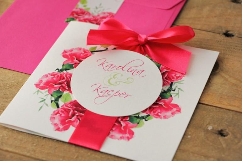 Zaproszenie ślubne z kokardą i kolorową kopertą - Akwarele nr 18 - Intensywnie różowe goździki