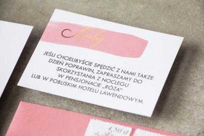 Bilecik do zaproszeń ślubnych z różową akwarelową grafiką i złoconym napisem