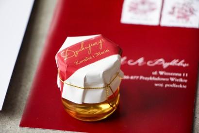 Słoiczek z miodem - Ślubne  podziękowanie dla gości weselnych. Kapturek z bordową akwarelową grafiką ze złotymi napisami