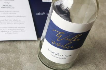 Ślubne Etykiety samoprzylepne na butelki weselne na alkohol z akwarelową granatową grafiką i złotym napisem