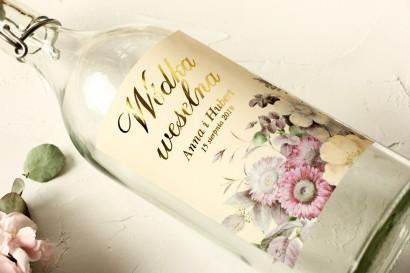 Ślubne, Złocone Etykiety na butelki na alkohol z eleganckim bukietem w stylu vintage z różowymi kwiatami z dodatkiem eukaliptusa