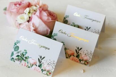 Kwiatowe Winietki Ślubne ze złoceniami oraz z eleganckim bukietem z drobnych, pudrowych róż i białych hortensji