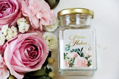 Świeczki Ślubne jako podziękowania dla gości. Etykieta ze złoceniami oraz z eleganckim bukietem z drobnych, pudrowych róż