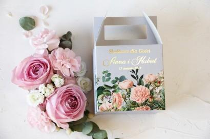 Ślubne Pudełko na Ciasto - kwadratowe - ze złoceniami oraz z eleganckim bukietem z drobnych, pudrowych róż